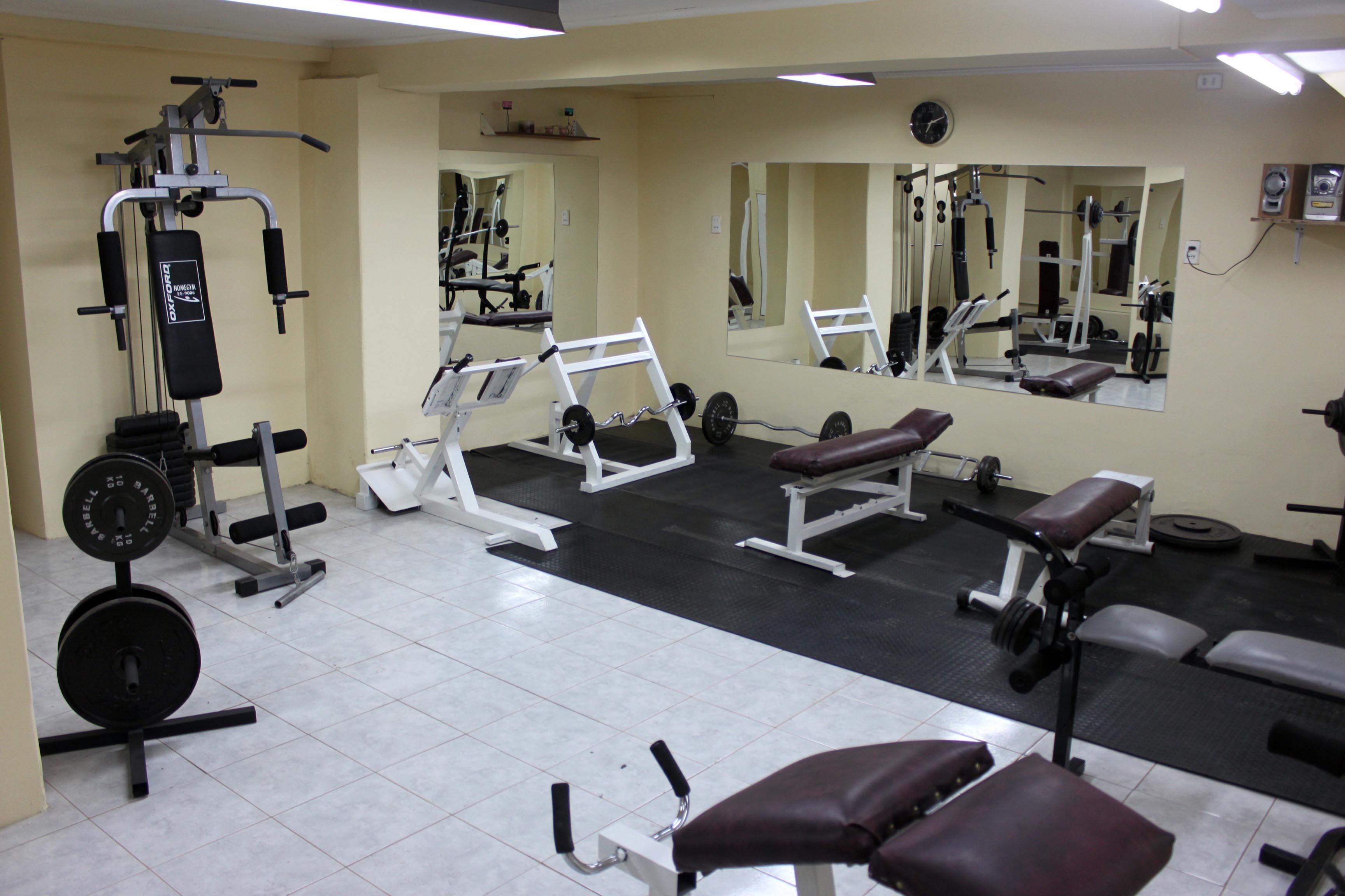 Nuevo gimnasio gym energy 42 abri sus puertas en punta for Gimnasio el gym